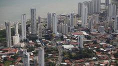 Ciudad Panamá, frente al océano Pacífico.
