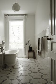 Brooklyn-townhouse-guest-bath-Bangia-Agostinho-Architecture-and-Suzanne-Shaker-project-. Brooklyn Brownstone, Bad Inspiration, Bathroom Inspiration, White Bathroom, Bathroom Interior, Light Bathroom, Guest Bath, Dream Decor, Beautiful Bathrooms