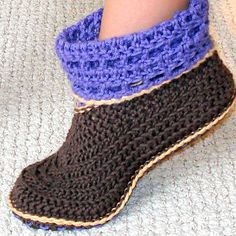 Step by step easy crochet pattern for Women and Kids cuffed booties. Wear them with slouchy cuffs or folded. Simple pull on and off design.