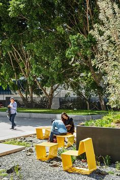 A map of the best contemporary landscape architecture projects from around the world. Traditional Landscape, Contemporary Landscape, Urban Landscape, Landscape Design, Urban Furniture, Street Furniture, Concrete Furniture, Furniture Removal, Retro Furniture