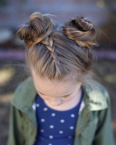 A simple Dutch braid and pigtail buns for this busy Monday after vacation!