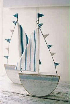 Coastal decor, beach art and furniture. You can improve the natural beauty in your home with splashes of white, as well as beach house decorating ideas. Coastal Style, Coastal Decor, Rustic Beach Decor, Wood Crafts, Diy And Crafts, Diy Wood, Fabric Crafts, Deco Marine, Beach Crafts