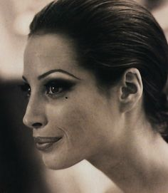 Al party come una beauty star - Vogue Italia (1992) Christy Turlington by Walter…