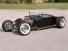 A vontade é entrar e sair rasgando o asfalto - Carro  Customizado 1927