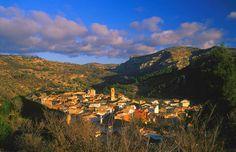 Vandellos présente des précieux paysages, où la montagne se fond avec la mer ! Magnifique contraste où on peut écouter le bruit des vagues et respirer l'air de la vallée