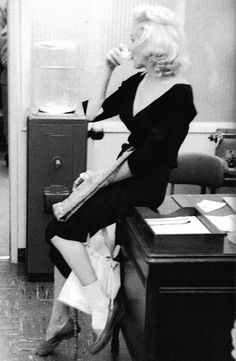 Marilyn Monroe waiting to begin her first shoot with Milton Greene, 1953.