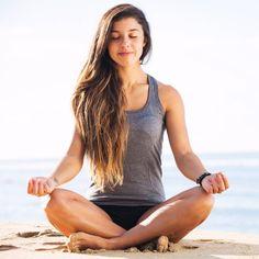"""Hängebusen ade: Diese Yoga-Übungen straffen deine Brüste - """"Du bist nicht zufrieden mit deinen Brüsten, weil sie hängen oder """"aus der Form"""" sind? Dann probiere doch diese 7 Yoga-Übungen, die besonders effektiv für deinen Busen sind."""""""