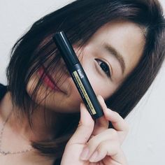 Need to have the best concealer in town? Try #Klairs concealer! @weiweitng love the non drying texture (which is so important during makeup routine as most concealer feeling cakey when apply) that she recently received!