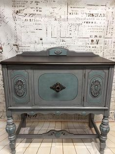Gwen King painted this piece in Vintage Duck Egg, Manatee Gray and No Pain Gel Stain in Espresso.