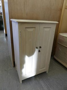 Small Storage Cupboard ---------------------------------------------------------------- Was £55 Now £44 (PC153)