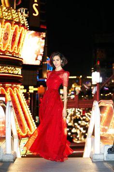 Gia Coppola in Valentino. Red hot!