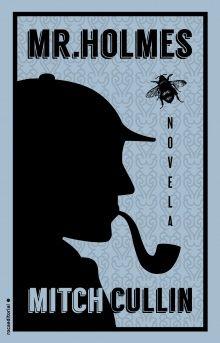 Estamos en 1947. Sherlock Holmes se retiró de su labor como investigador hace ya mucho tiempo y ahora es un anciano de noventa y tres años. Vive en una granja remota, en Sussex, con su ama de llaves y el joven hijo de esta.