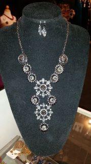 Floral Hardware Necklace Set - Black