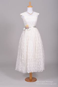 1950s Lace Embroidered Vintage Wedding Dress : Mill Crest Vintage