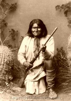 Native American Indian Pictures: Native American Photos of the Famous Apache Indian Chief Geronimo Apache Indian, Native American Photos, Native American History, American Indians, American War, Indian Tribes, Native Indian, Geronimo, Grand Chef