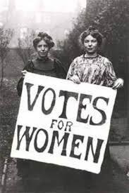 """Pochi decenni dal raggiungimento della parità nei diritti a confronto con i milioni di anni di evoluzione che hanno impostato i ruoli femminili e maschili sono una nullità. La parità tra i sessi la stiamo costruendo ora. Per le donne è semplice adattarsi al miglioramento. Per gli uomini non è così automatico reimpostare la """"programmazione"""". Noi donne dovremmo avere le conoscenze per aiutarli a """"riprogrammarsi"""". Ci conviene!"""