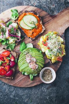 Open-Faced Sandwiches Smørrebrød – an open-faced rye sandwich piled high with toppings – is one of the most essential dishes in the Danish culture, most commonly eaten for lunch instead of a warm dish. (see recipes) Think Food, Love Food, Open Faced Sandwich, Sandwich Spread, Sandwich Ideas, Sandwich Board, Veggie Sandwich, Vegan Recipes, Cooking Recipes