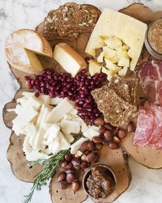 Summer Party Ideas and Decorations - Never guess at how much meat or cheese to buy for a party ever again. With a few simple tips, you can create a perfectly portioned platter.