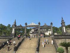 Aterrizando: La tumba del emperador Dong Khahn en Vietnam, una ...