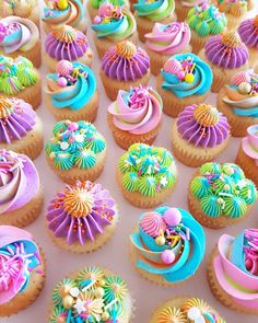 I want one of each of these super fun and brightly coloured cupcakes! Cupcakes Design, Kid Cupcakes, Yummy Cupcakes, Cake Designs, Rainbow Cupcakes, Birthday Cupcakes, Pretty Cupcakes, Cake Decorating Piping, Cookie Decorating