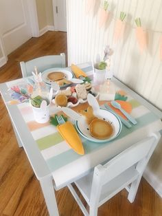 An Easter themed breakfast for kids Kids Party Tables, Kid Table, Fall Table, Hoppy Easter, Easter Bunny, Easter Eggs, Easter Crafts, Easter Decor, Easter Ideas
