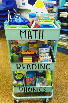 Classroom organisation - My resource cart is loaded and ready to tackle small groups, math workshop, and literacy stations! Plus my new came in… Kindergarten Classroom Decor, Future Classroom, In Kindergarten, Classroom Setup, Year 3 Classroom Ideas, Portable Classroom, Classroom Design, Teacher Cart, Teacher Rolling Cart