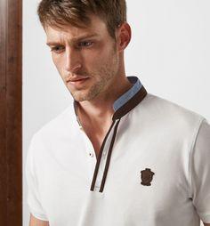 POLO CON DETALLE ESCUDO PIEL LIMITED EDITION Polo Vest, Polo Rugby Shirt, Mens Polo T Shirts, Mens Tees, Men's Polo, Polo Fashion, Mens Fashion, Polo Shirt Outfits, Polo Shirt Design