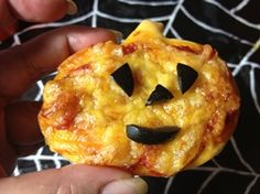 Comidas caseras para Halloween Foods for Veronica Cervera in Spanish Recetas Halloween, Halloween Halloween, Baby Center, Onion Rings, Pineapple, Homemade, Meals, Fruit, Ethnic Recipes