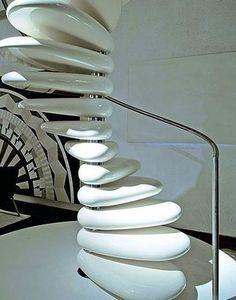 Cobblestone-shaped spiral staircase