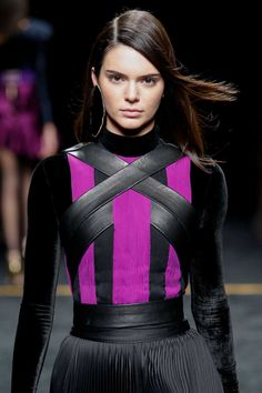 - Kendall walking for Balmain Fashion Show Kendall Jenner Runway, Kendall Jenner Gigi Hadid, Kendall And Kylie Jenner, Beautiful Models, Beautiful Women, Amazing Women, Jenner Girls, Fade To Black, Elle Fanning