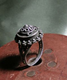 Ladies Victorian Poison Ring | Victorian 1800's Sterling Vinaigrette/ Poison Ring.