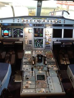 Cabina de uno de nuestros Airbus A-330, ¡impresionante!