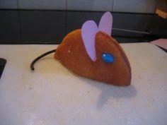 Eier koek muizen; Eierkoeken, chocolade pasta, snoep papier, dropveter en M&M's