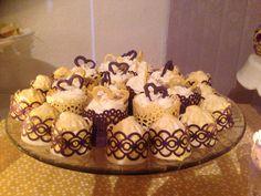 Decoração roxo e amarelo:Cupcakes e doces de marshmallow
