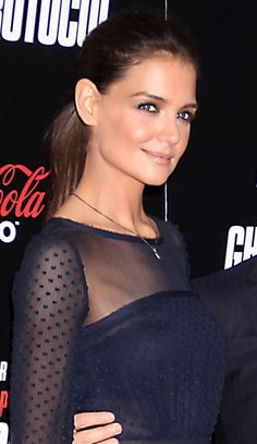 Katie Holmes sleek and sophisticated ponytail and love her makeup.