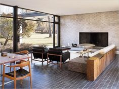 The North Elevation: Classic Spaces: Philip Johnson x BassamFellows: Hodgson House: New Canaan, Connecticut Philip Johnson, Mid-century Interior, Interior Architecture, Interior Design, Interior Ideas, My Living Room, Living Spaces, Casa Patio, Vintage Interiors