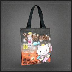 Sac shopping Tenshi Neko pour femme. Un très joli sac fourre tout orange à l'effigie du chat ange kawaii.