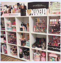 Makeup Room Decor, Makeup Rooms, Diy Makeup Area, Makeup Ideas, Cute Makeup, Simple Makeup, Prom Makeup, Makeup Geek, Makeup Dupes