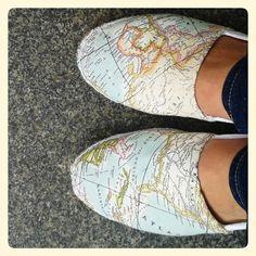 MIs alpargatas hechas a mano por #pilarinahechoamano con tela de mapamundi. Handmade by #pilarina espadrilles with map fabric http://instagram.com/p/o8lqZuFCAH/?modal=true