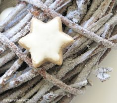 Wer die Weihnachtszeit liebt und dabei auf Zimtsterne nicht verzichten möchte, sollte dieses Rezept einmal ausprobieren. Ich hatte es schon aufgegeben, das ultimative Rezept zu finden. Sie waren mi…