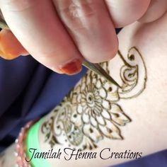 Coffee shop henna Quick coffee shop henna www JamilahHennaC Henna Hand Designs, Stylish Mehndi Designs, Beautiful Mehndi Design, Latest Mehndi Designs, Bridal Mehndi Designs, Henna Tattoo Designs, Mehndi Tattoo, Mandala Tattoo, Tattoos For Women Flowers