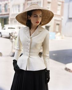 Clasă și demnitate 1940s Fashion, High Fashion, Vintage Fashion, Womens Fashion, 40s Mode, Vintage Dresses, Vintage Outfits, Idda Van Munster, Cristian Dior