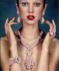 me vintage. The Among the jewelry trends were pears and Egyptian influenced accessories.Among the jewelry trends were pears and Egyptian influenced accessories. Jewelry Ads, Jewelry Trends, Fine Jewelry, Fashion Jewelry, Jewelry Design, Jewlery, Vintage Costume Jewelry, Vintage Costumes, Bracelet Chanel