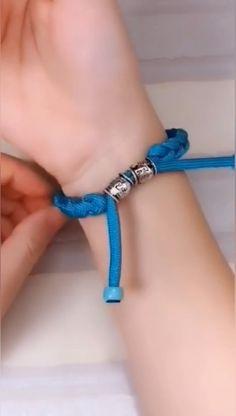 DIY Bracelet Create your own bracelet! Fabric Bracelets, Diy Bracelets Easy, Bracelet Crafts, Braided Bracelets, Paracord Bracelets, Jewelry Crafts, Shoelace Bracelet, Diy Bracelets For Boyfriend, Parachute Cord Bracelets