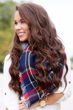 Gorgeous Effortless Waves on @katlynmaupin who is all smiles with her Chocolate Brown Luxy Hair Extensions <3 #LuxyHairExtensions