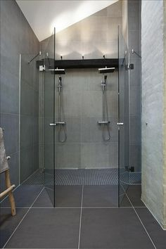 30 Double Shower Design Ideas as if Bath Under Heavy Rain Barn Wood Bathroom, Rustic Bathroom Vanities, Bathroom Renos, Modern Bathroom, Small Bathroom, Shower Bathroom, Bathroom Ideas, Shower Ideas, Double Shower Heads