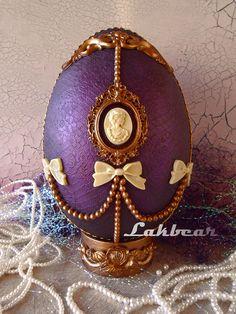 Ha igazi Fabergé tojásunk nem is lehet, de valami hasonlót készíthetünk mi is húsvétra. Amikor még Bagaméri maga mérte a fagylaltját, na akkor voltam én kissrác. A Kinder-tojást csak hírből ismertük és csak nagyon ritkán jutottunk hozzá egy-egy külföldi rokon importjaként. Azt az izgalmat, amit egy…