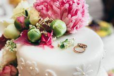 Wedding Cake and Rings #weddings #weddingcake #cake #flowers #bride #groom #weddingrings #rings #decoration