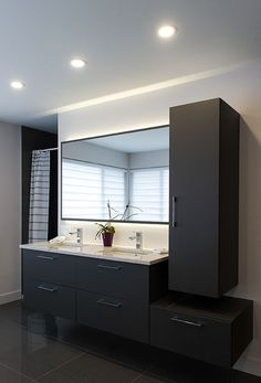 Discover more inspirational design ideas for your luxury bathroom project with the best bathroom vanities from the top brands ! Best Bathroom Flooring, Modern Bathroom Sink, Master Bedroom Bathroom, Best Bathroom Vanities, Laundry Room Bathroom, Modern Bathroom Design, Bathroom Interior Design, Bathroom Lighting, Bathroom Faucets