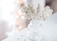Snowflake Pretzel Pops – an easy and delicious treat to make for the holidays. Only takes 3 ingredients to make! So pretty and festive for a holiday party! My kids loved helping me make these snowflake pretzel pops and they are the perfect treat for kids and adults. They're also great for those who love …